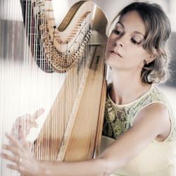 veronique met de harp